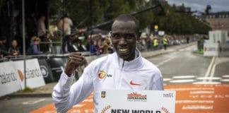Kamworor, WR mezza maratona 2019