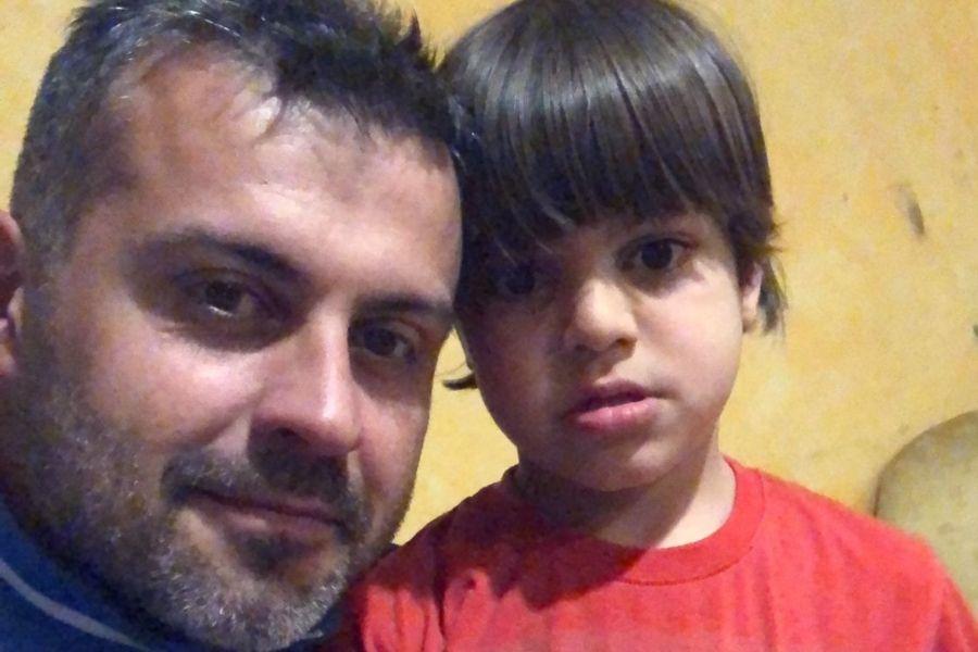 Marco Lingua con uno dei suoi tre figli (foto personale gentilmente concessa)