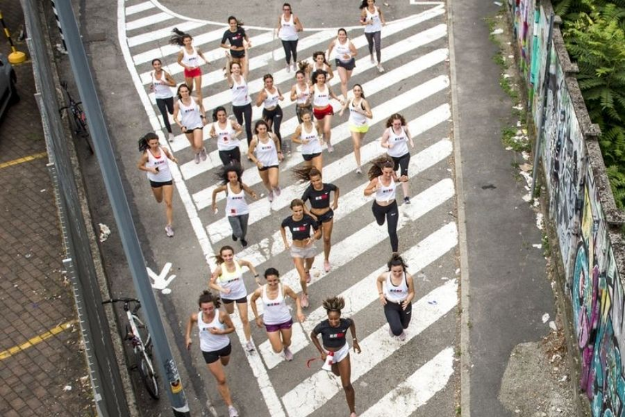 Gruppo Flying Girls Milano-Najla (foto Andrea Schilirò)